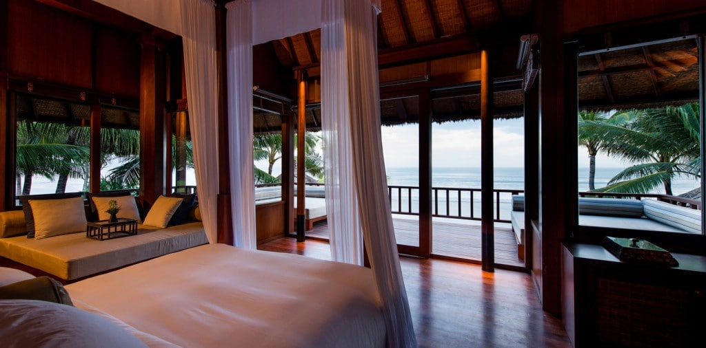 LEG-Rooms-The-Beach-House-Master-Bedroom_v-1